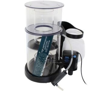 Tunze Doc Skimmer 9415.000 Recommended for aquariums up to 1,500 litres (400 US gal.) of salt water. Immersion depth from 100 to 200 mm (3.9 to 7.9 in.) without setting. Dimensions: L 350 x W 300 x H 440 mm (L 13.8 x W 11.8 x H 17.3 in.). 230 V / 50 Hz, 15 W, water flow rate: 1,100 l/h (290.6 US gal./h). Air capacity: 850 l/h (224.5 US gal./h); skimmer cup volume: 2 l (.52 (US gal.).